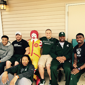 MSU football team volunteering